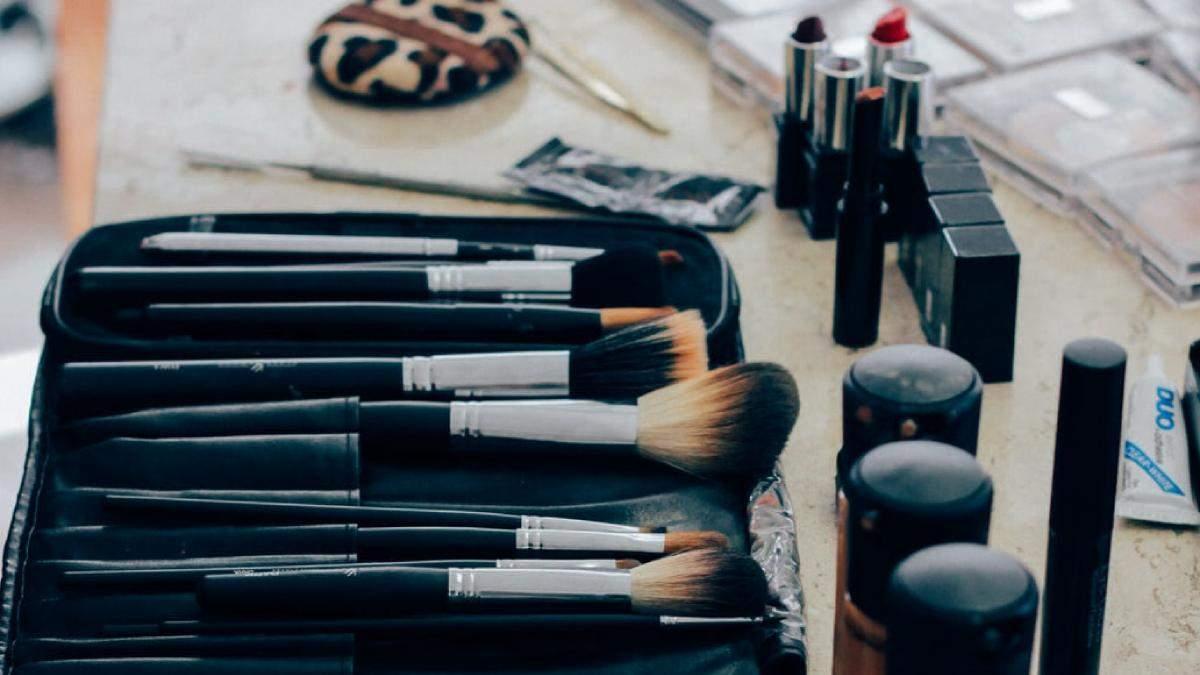 Очищение кисточек для макияжа