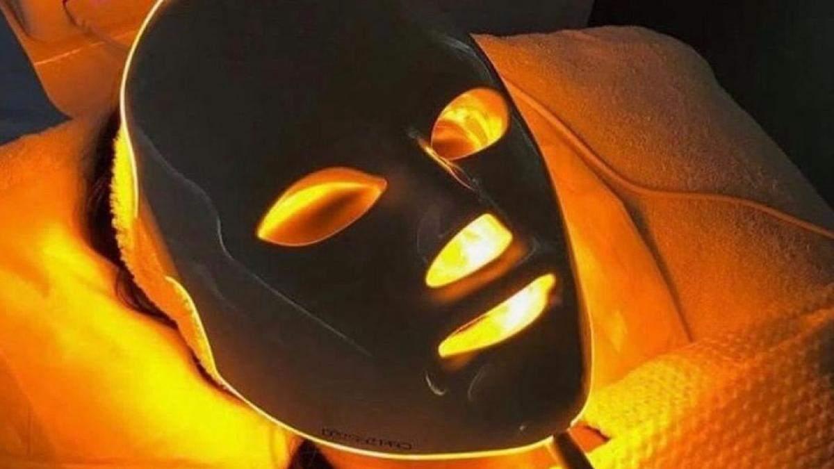 Що таке світлодіодна терапія: як вона здатна омолодити обличчя – фото