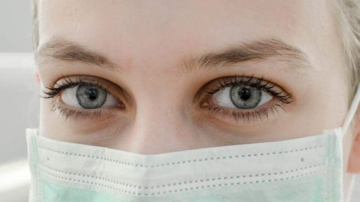 Як вберегти шкіру від подразнення та сухості під час використання масок: поради лікарки