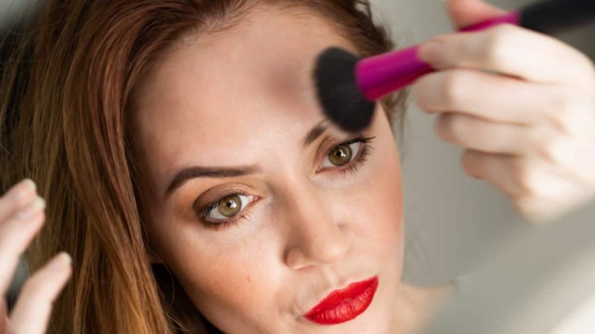 Як робити макіяж на шкірі, яка схильна до вугрів: фото