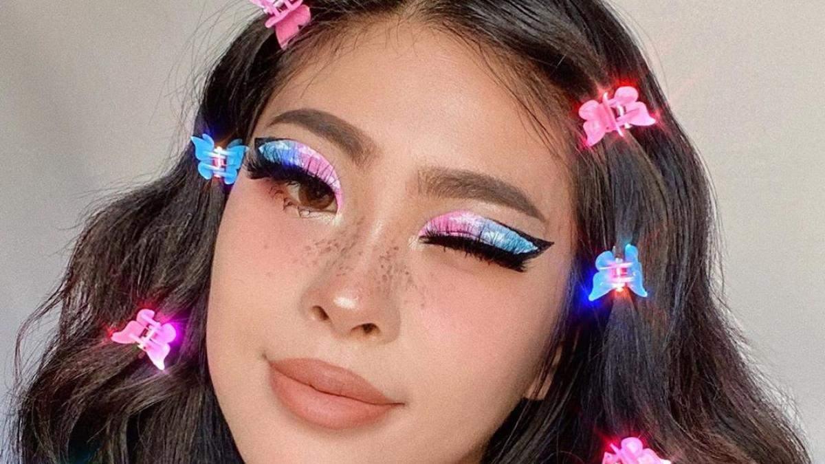 Летний тренд с 90-х: цветные шпильки в волосах