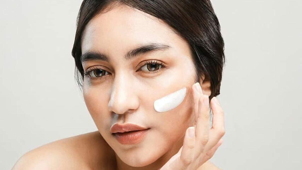 Як позбутися чорних цяток на носі: домашня маска та скраб