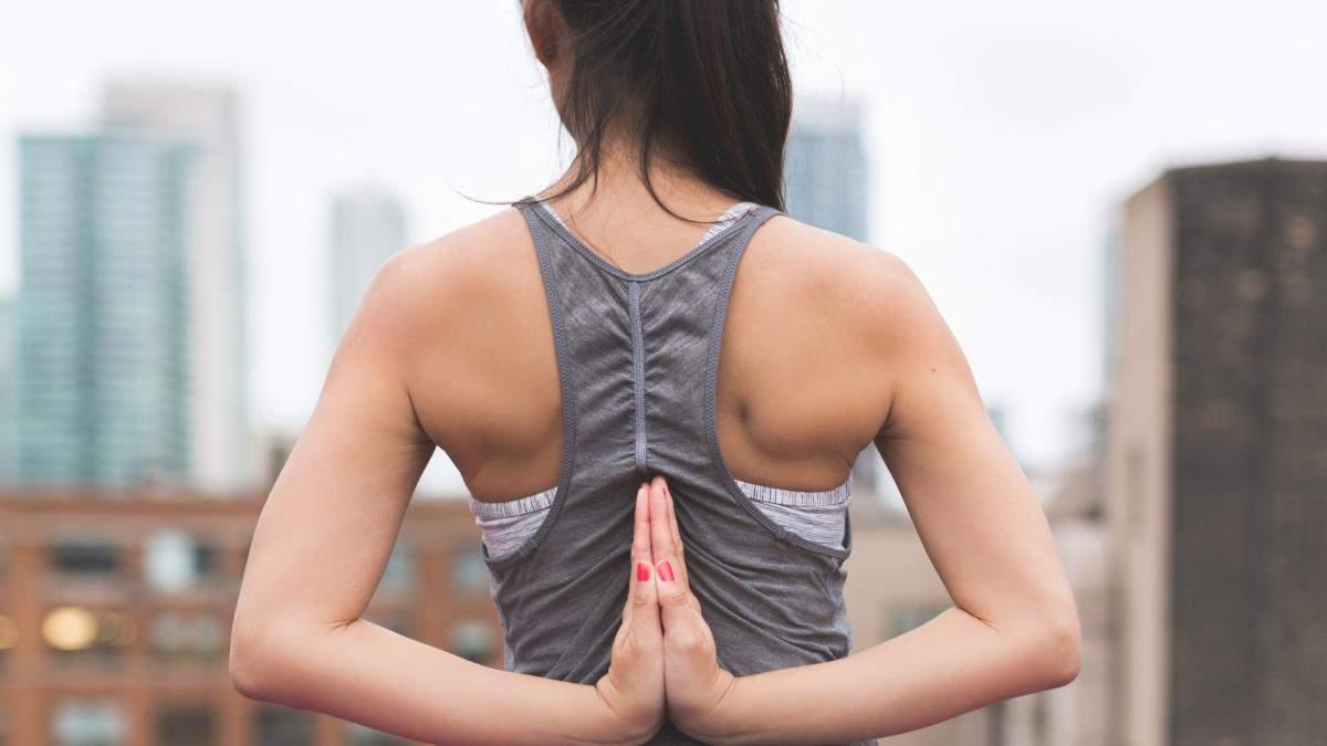 Чому на спині з'являється акне: 5 причин