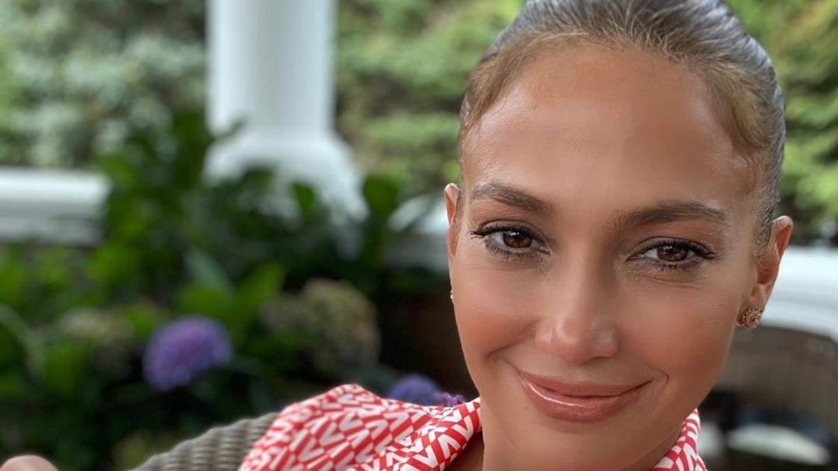 Дженніфер Лопес готує до запуску власний косметичний бренд