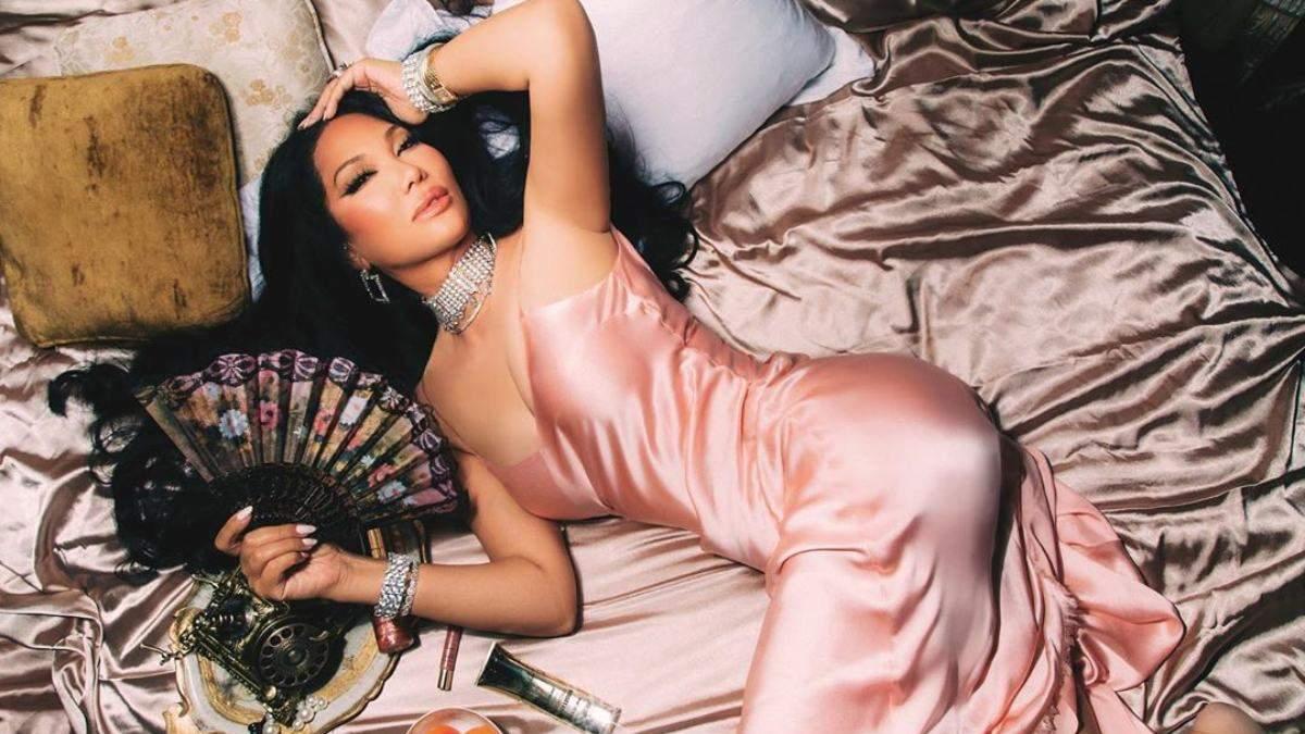 Кимора Ли Симмонс запустила линейку косметики: тренд на мерцание