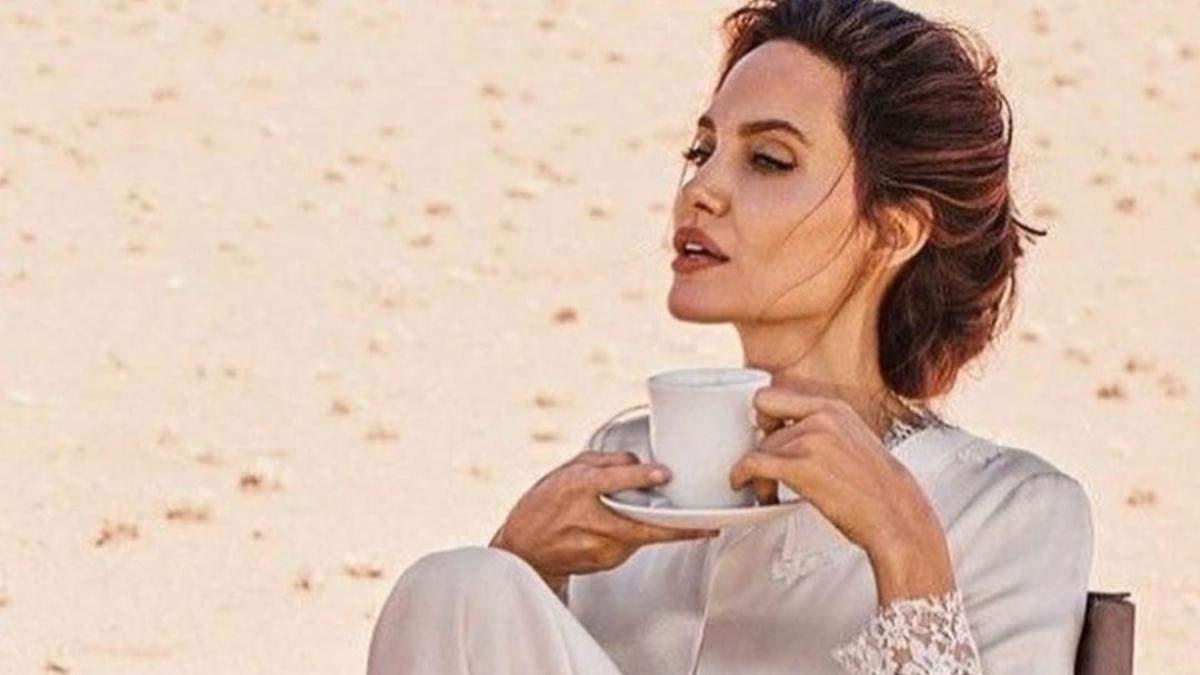 Как заставить все мышцы работать: 4 упражнения Анджелины Джоли