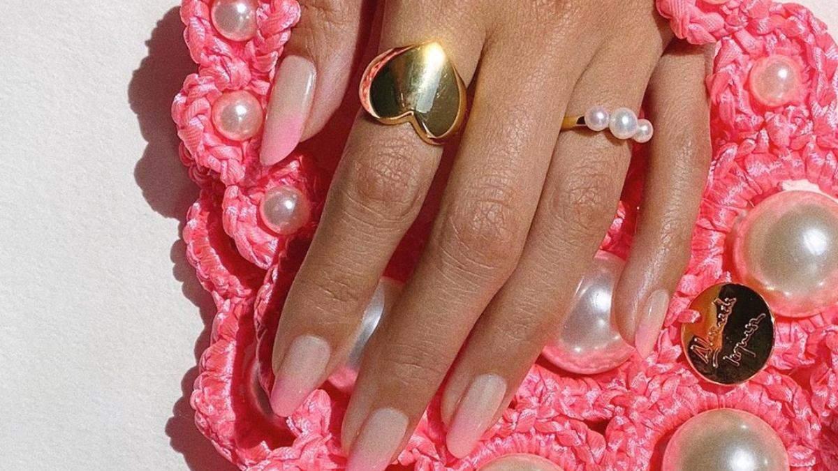 Осінній манікюр: психоделічний дизайн нігтів у стилі 60-х