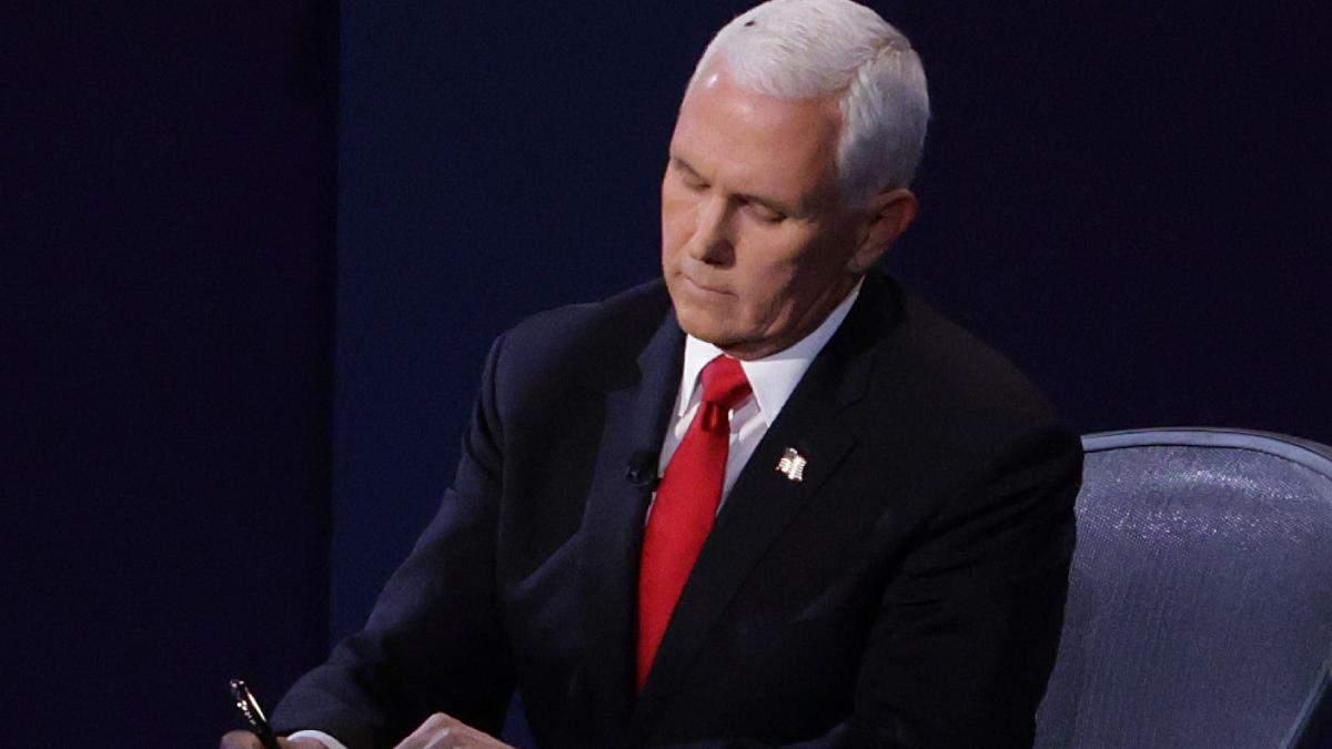 Муха с головы вице-президента США стала трендом в маникюре