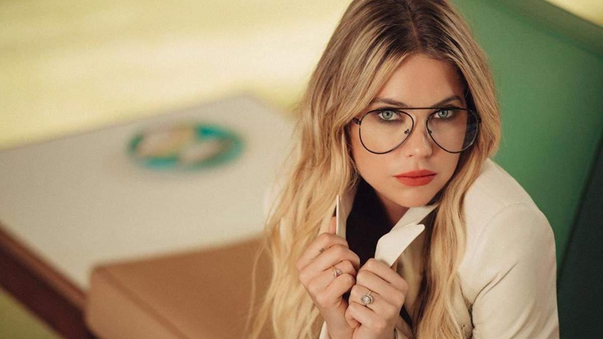Не чубчик, але модно: Ешлі Бенсон по-осінньому оновила зачіску