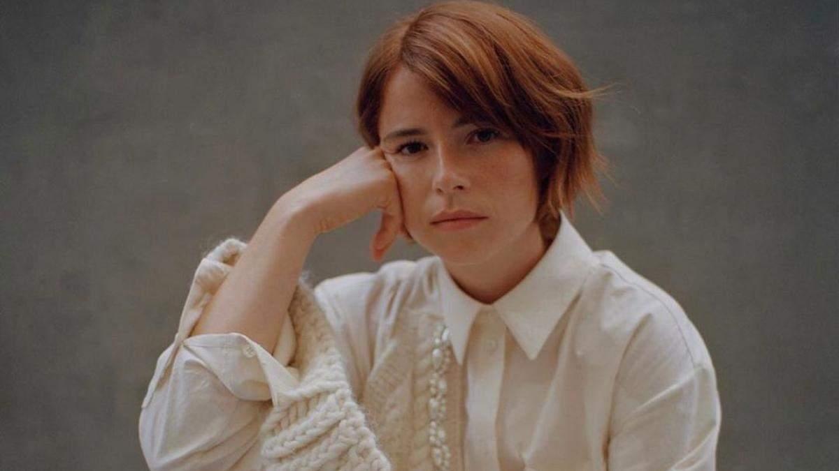 Микротренд: почему модно наносить румяна не только на щеки
