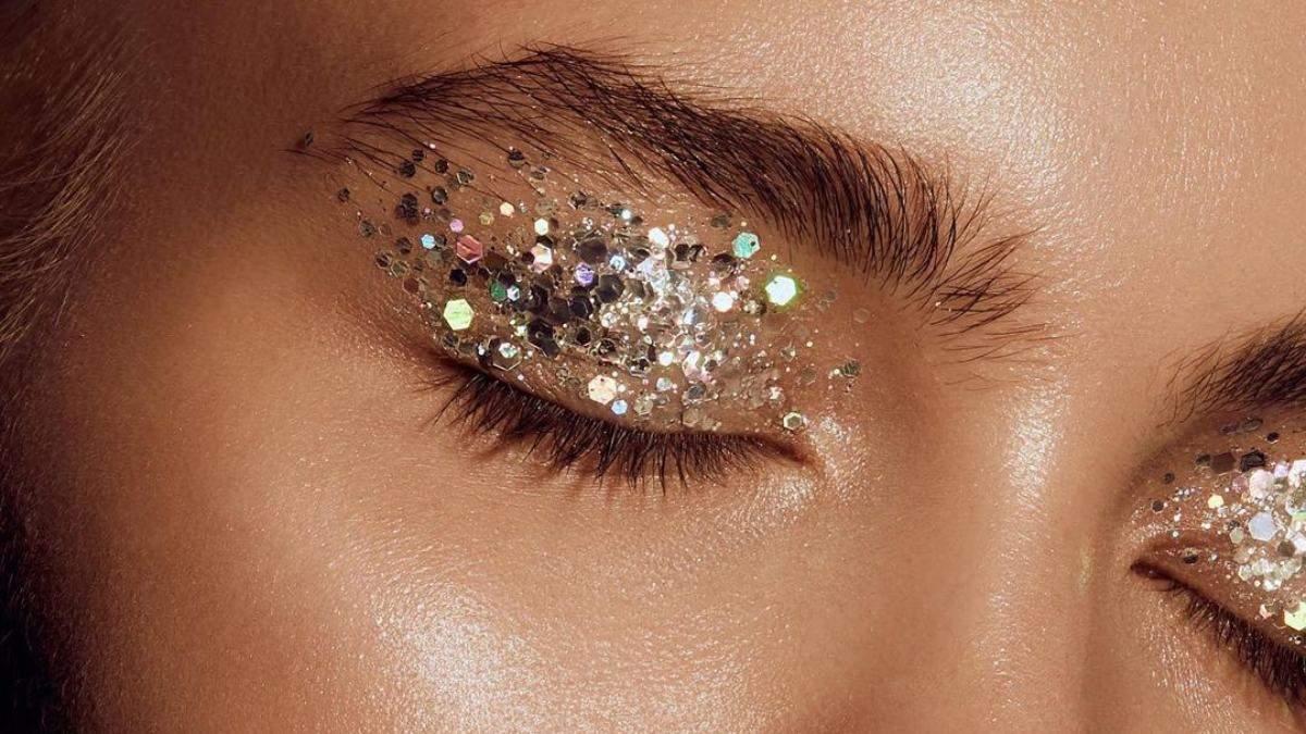 Трендовый новогодний макияж с блеском: эффектные идеи и советы для создания