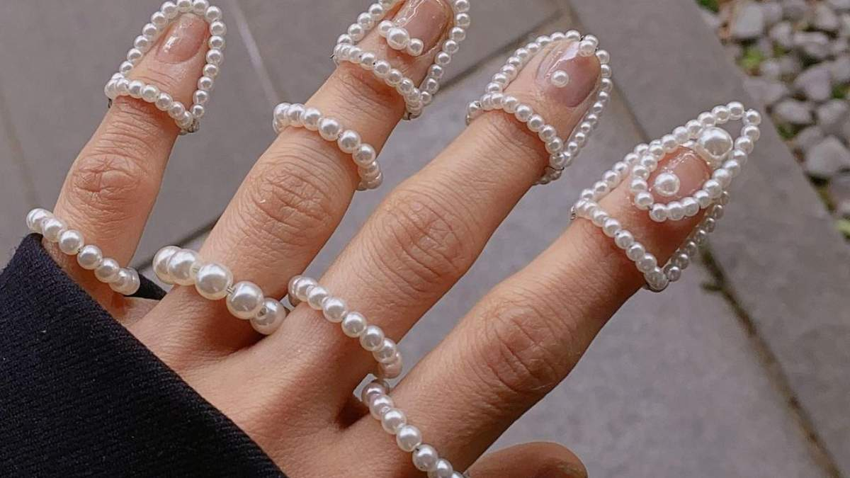 Для різноманіття: манікюр з прикрасами для нігтів