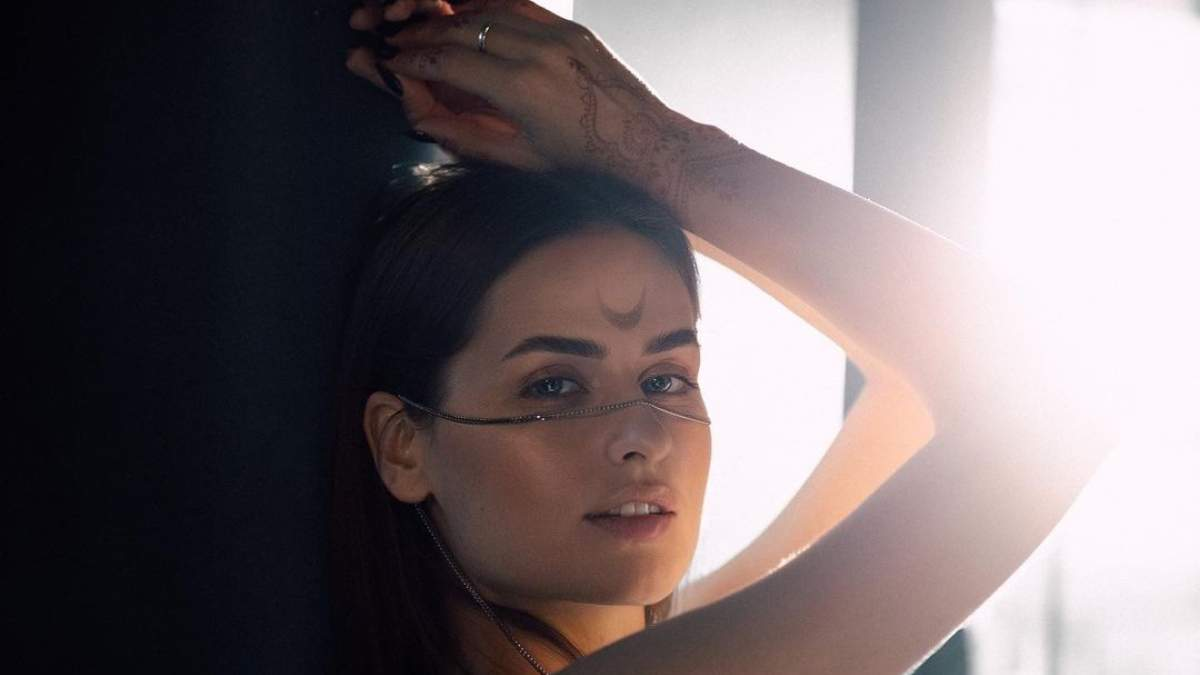 Осознанное пользование, лайфхаки и другие секреты красоты украинской певицы GARZA