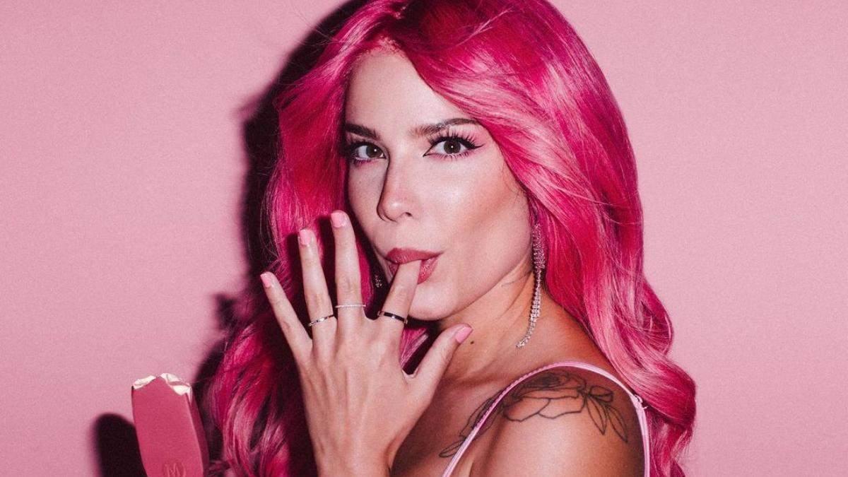 Певица Halsey выпустила коллекцию косметики Anti-VDay: фото и видео