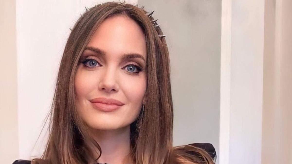 Анджелина Джоли снялась в рекламе нового аромата Guerlain