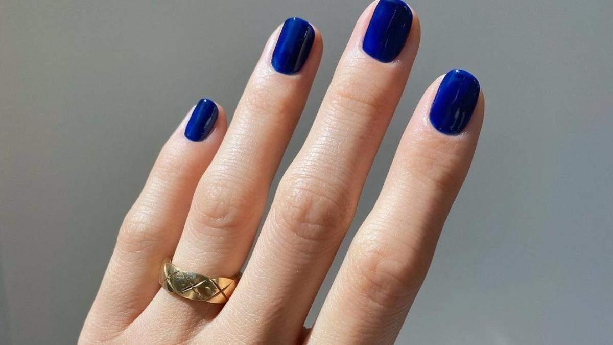 Маникюр в синих оттенках: яркий тренд