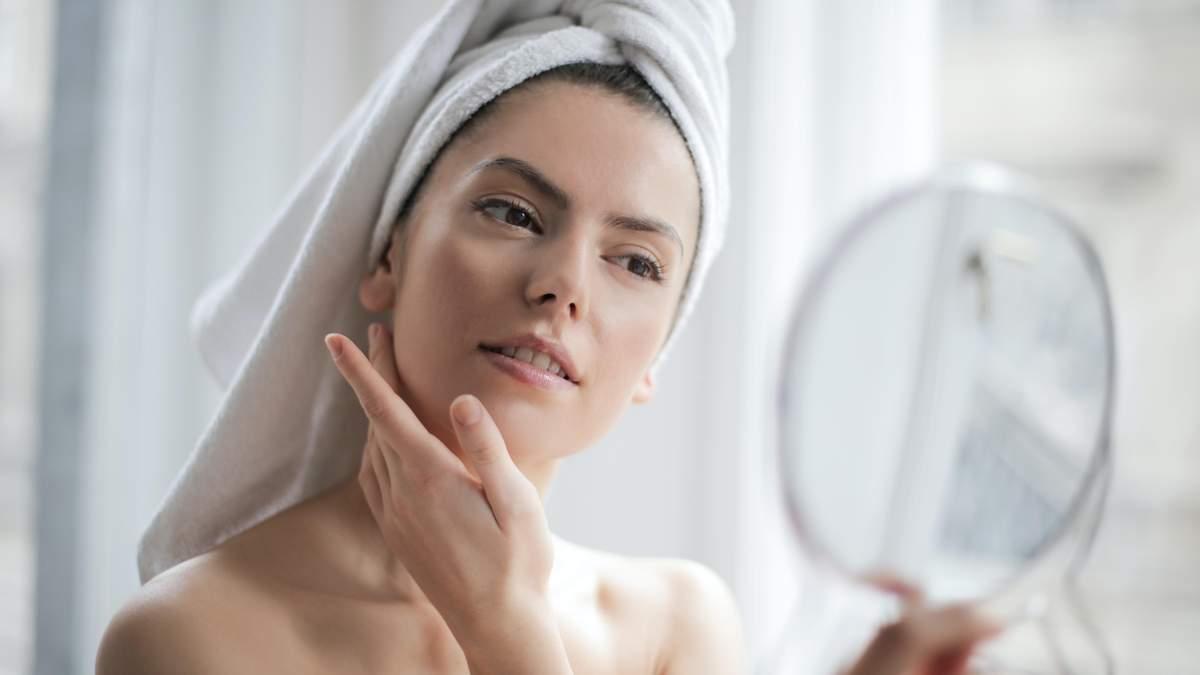 Чому лущиться шкіра на обличчі: 3 очевидних причини