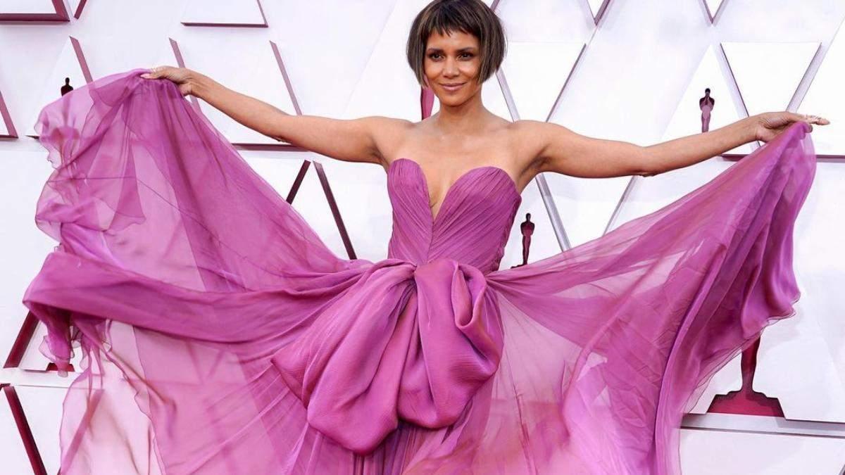 Оскар-2021: найкращі макіяжі і зачіски зірок, які вражають