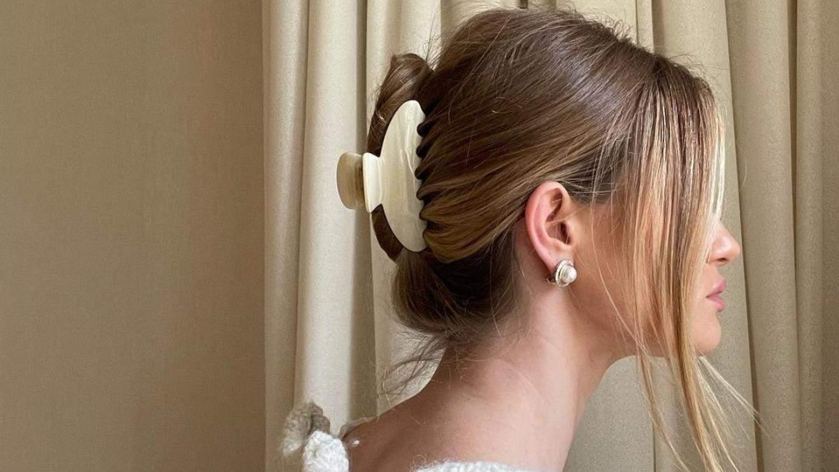 Модні зачіски літа 2021: низький пучок і тонкі косички
