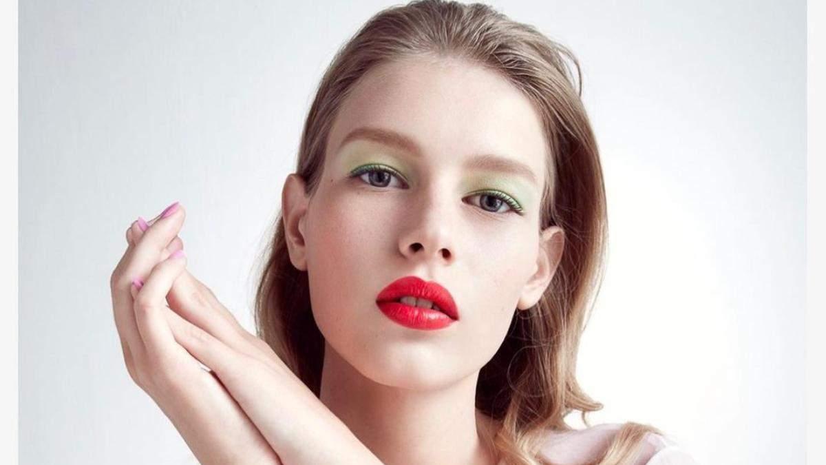 Головний тренд в макіяжі літа 2021: в ніжному кольорі – фото