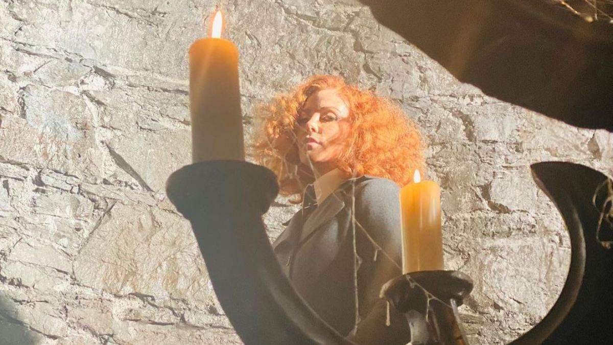 Шарлиз Терон изменила цвет волос: больше не блондинка – фото
