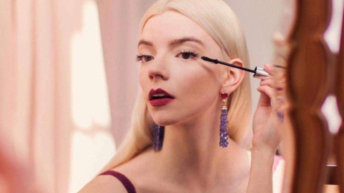 Как сохранить свежесть макияжа в жару: 3 бьюти-совета