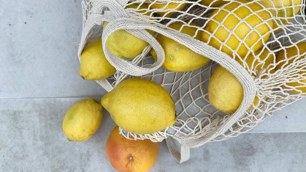 Как осветить кожу лица: маска из лимона – рецепт