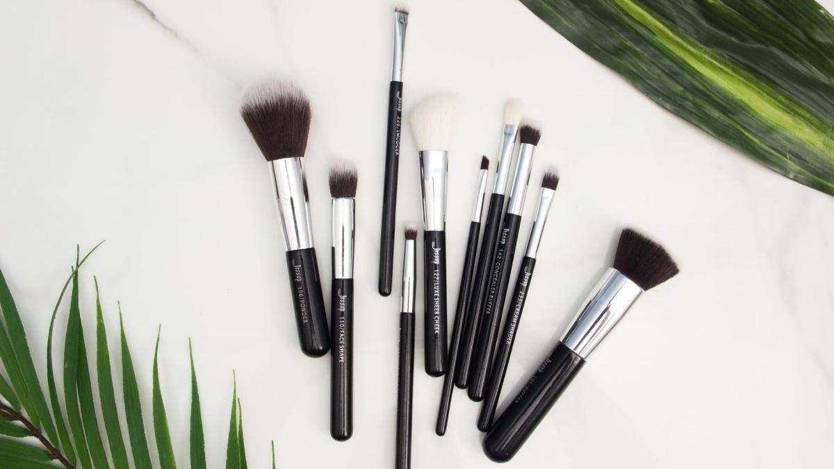 Як доглядати за пензлями для макіяжу: коли, як, чим очищувати – поради