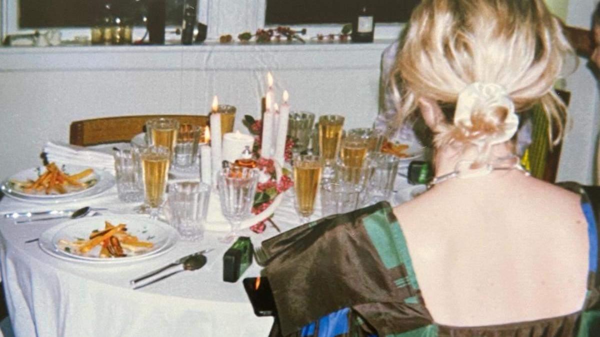 Укладка девушка серфера: зачем наносить шампанское на волосы