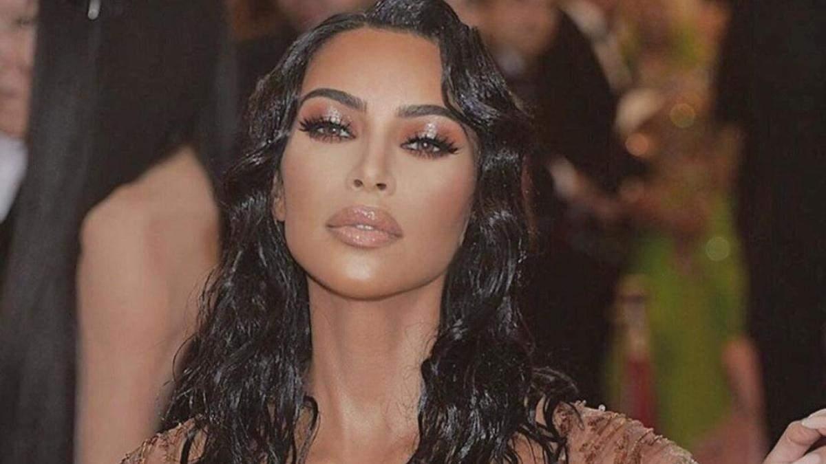 Як створити ефект мокрого волосся: поради стиліста Кім Кардашян
