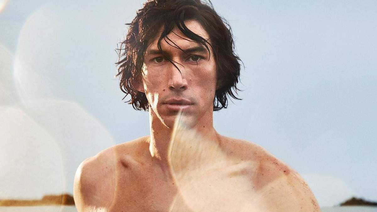 Адам Драйвер став обличчям аромату Burberry з голим торсом