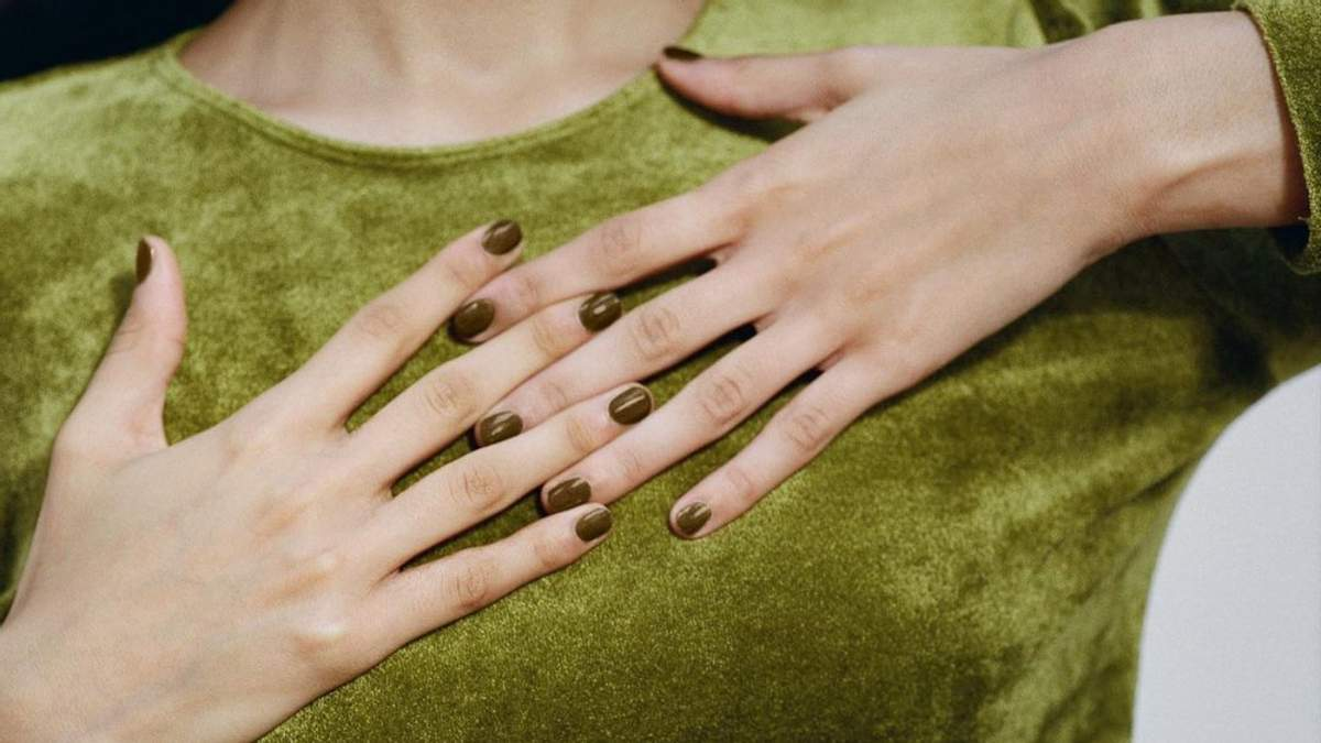 Компост от Pantone: как выглядит отвратительный цвет лака для ногтей