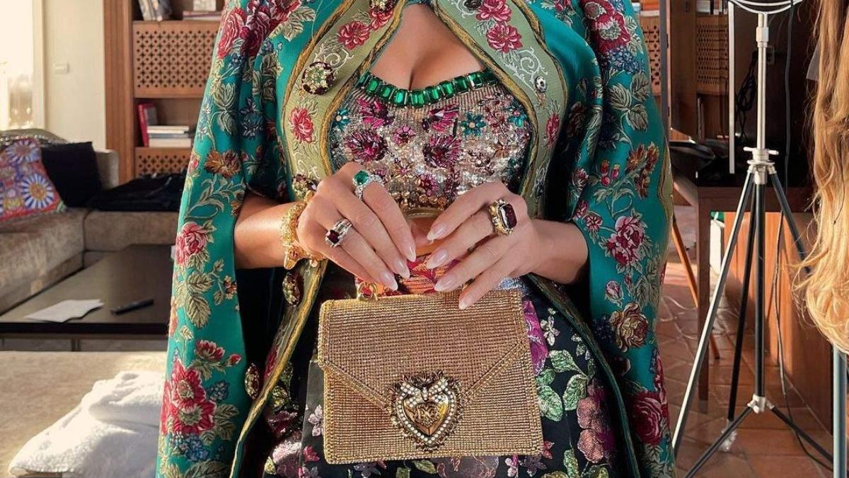 Дженнифер Лопес показала модный осенний маникюр для Dolce & Gabbana: роскошные фото