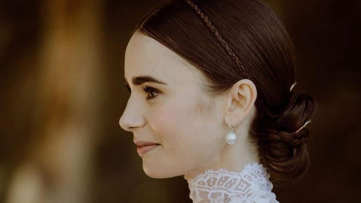 Свадебная прическа Лили Коллинз: стильные косички и гладкий пучок для невесты – нежные фото