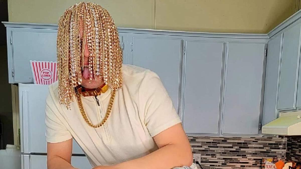 Мексиканський репер імплантував у голову золоті ланцюги: фото - Краса