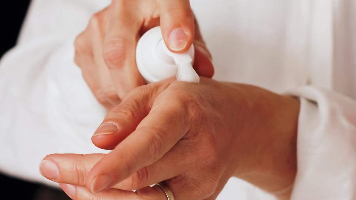 Как ухаживать за кожей рук осенью: правила и рецепт питательной маски на холодное время года