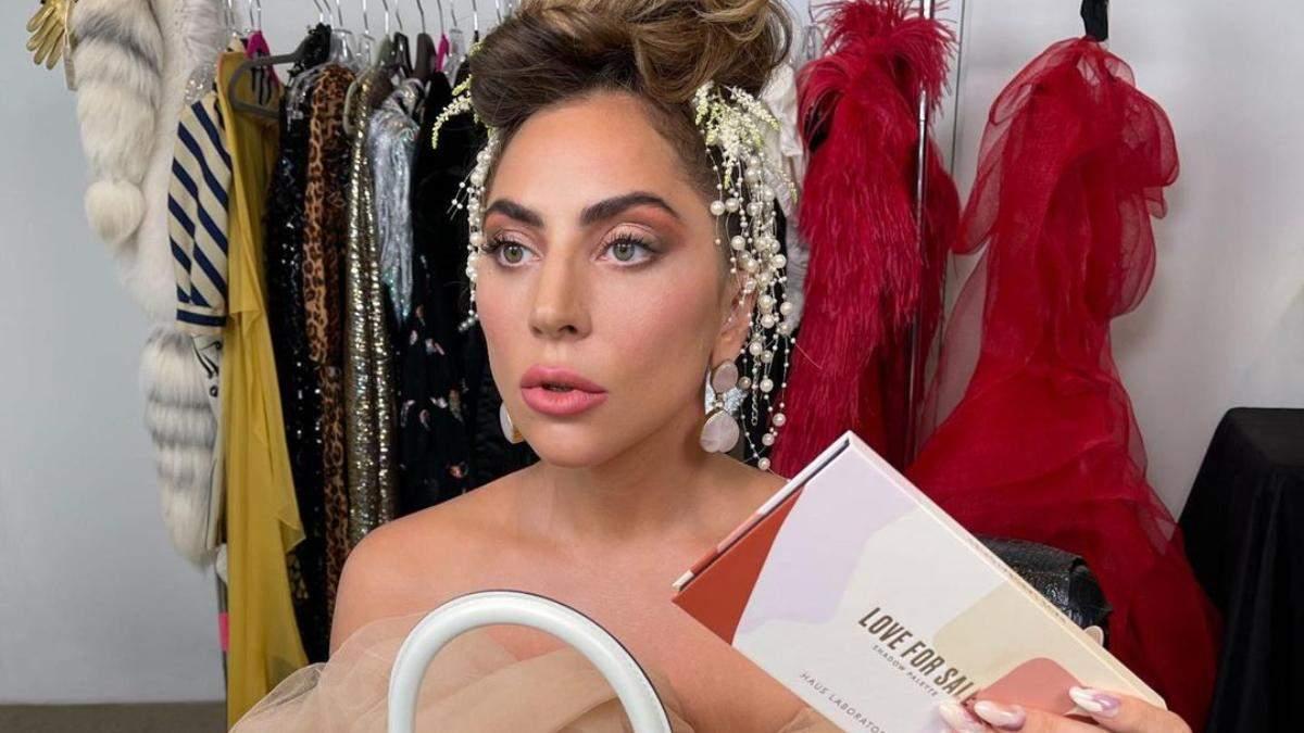 Леді Гага знову береться за косметику: які тіні для щоденного макіяжу презентувала співачка - Краса