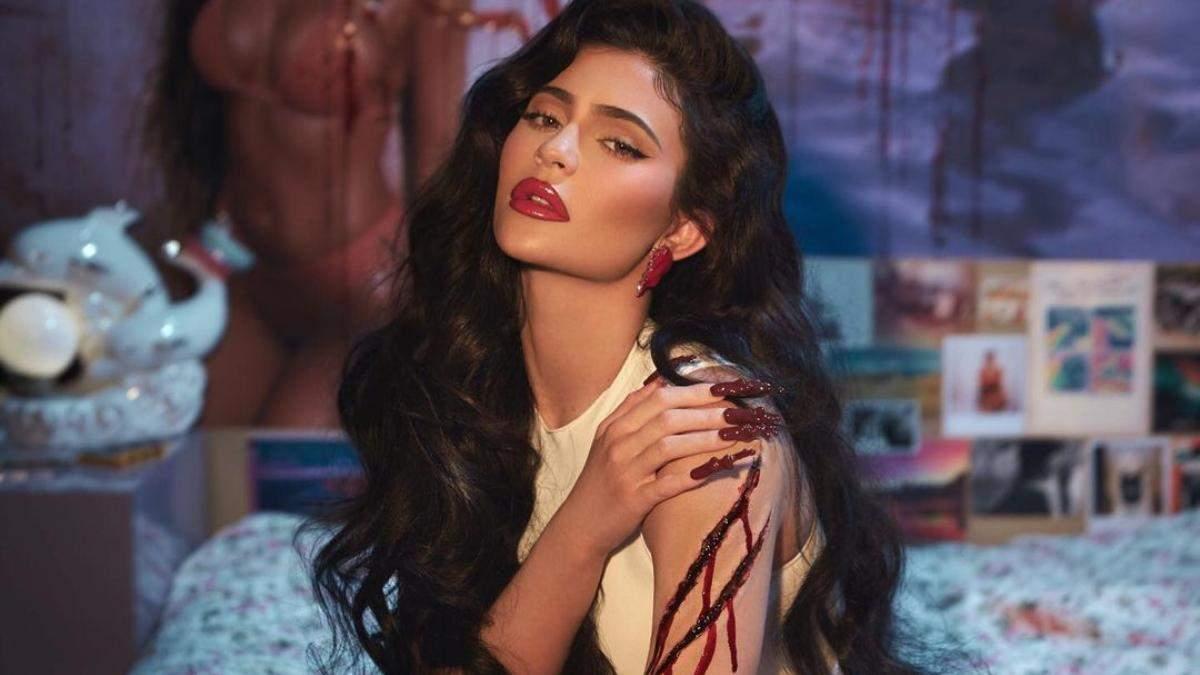 Голе тіло, штучна кров, опіки: Кайлі Дженнер в образі Фредді Крюгера презентувала косметику - Краса