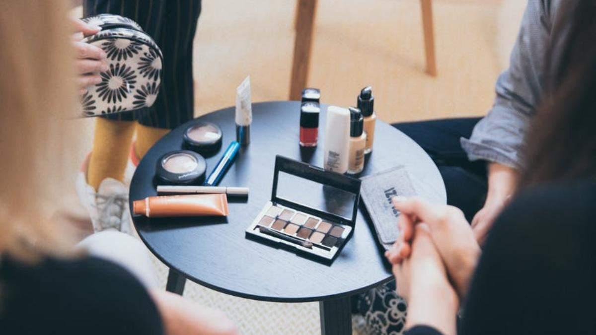 Чим небезпечні тестери косметики і як правильно тестувати засоби, щоб уникнути захворювань шкіри - Краса