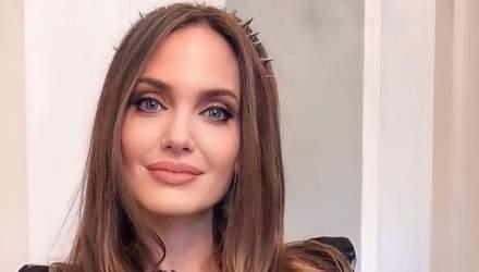 Женственная и нежная Анджелина Джоли снялась в рекламе нового аромата Guerlain: волшебные фото