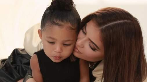 Щоб мати шкіру як у малюка: чи можна дорослим людям користуватися дитячою косметикою
