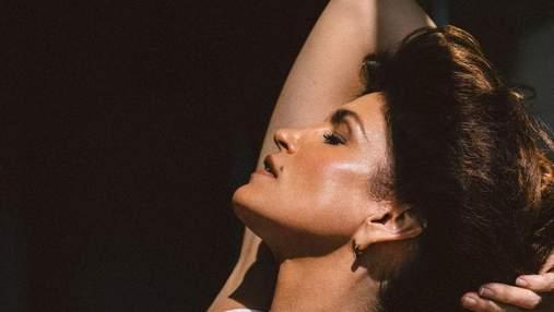 """""""Ей удается не стареть"""": Синди Кроуфорд удивила новым фото для рекламы своего бьюти-бренда"""