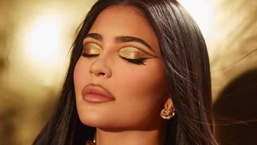 """Кайли Дженнер празднует 24: """"золотая"""" косметика и мастер-класс по созданию сексуального макияжа"""