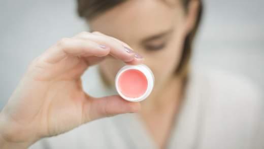 Як зробити живильний бальзам для губ в домашніх умовах: рецепт та поради